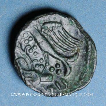 Coins Carnutes. Région de Chartres - Pixtilos. Bronze à l'oiseau et à la main, vers 40-30 av. J-C