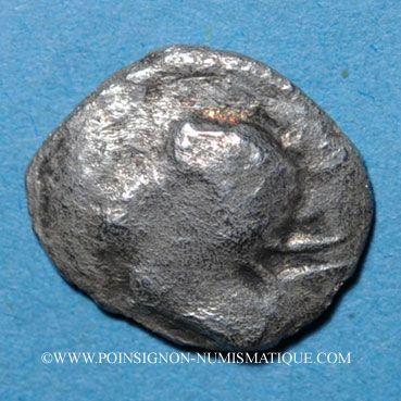 Coins Narbonne. (250-150 av J-C). Obole au bucrâne