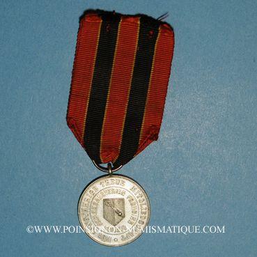 Monnaies Colmar. Insigne de membre de la chorale des travailleurs Frohsinn. Bronze argenté avec son œillet...