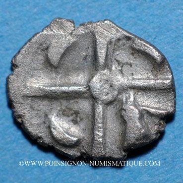 Münzen Cadurques (région de Cahors) (1er siècle av. J-C). Obole à la tête triangulaire
