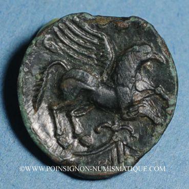 Münzen Carnutes. Région de Chartres. Pixtilos, vers 40-30 av. J-C. Bronze au griffon, classe VI