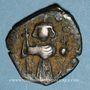 Coins Syrie. Monnayage pseudo-byzantin (638-c.670). Follis, figure impériale debout tenant une longue croi