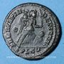 Coins Constantin I. (307-337). Follis. Lyon, 1ère officine, 323-324. R/: Victoire poussant un captif