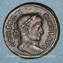 Coins Constantin I (307-337). Follis. Lyon, 323. R/: Victoire poussant un captif