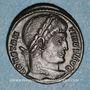 Coins Constantin I (307-337). Follis. Trèves, 2e officine, 324-325. R/: porte de camp
