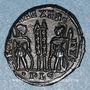 Monnaies Constantin II, césar (317-337). Centenionalis. Lyon, 1ère officine. 330-331. R/: deux soldats
