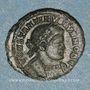Monnaies Constantin II, césar (317-337). Follis. Lyon, 1ère officine 330. R/: deux soldats