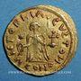 Münzen Les Francs. Epoque de Childebert (534-558). Trémissis à la boucle perdue, au nom de Justinien I