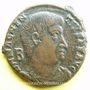Münzen Magnence (350-353). Maiorina. Rome, 1ère officine, 351-352. R/: deux Victoires tenant une couronne